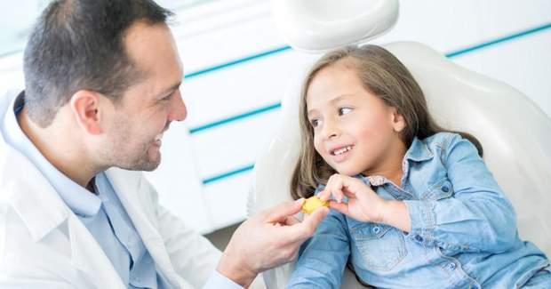 Герметизувати потрібно перші постійні зуби дітей