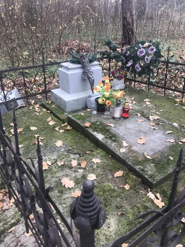 вандалізм Польща кладовище пам'ятник священник