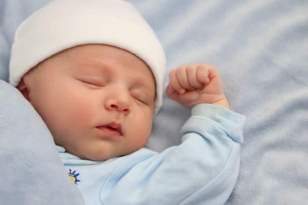 Як повинна спати дитина до 1 року