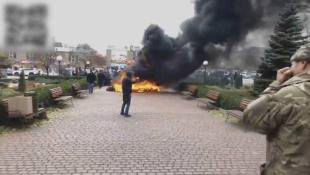УКривому Розі люди запалили шини під міськгазом через відсутність опалення: відео