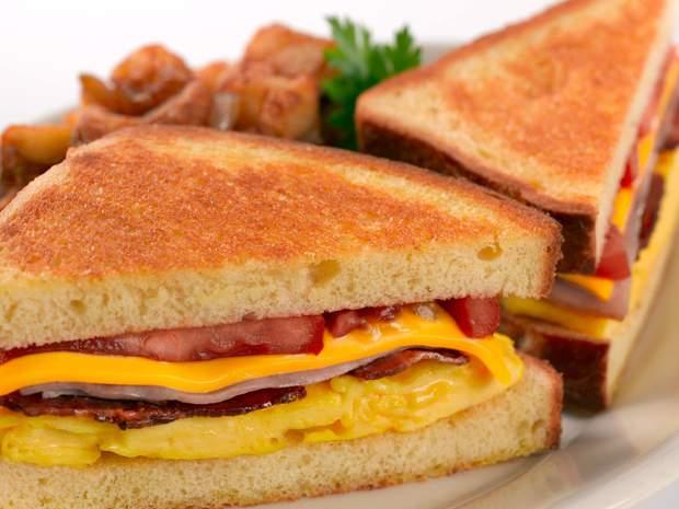 Які продукти не можна їсти на сніданок