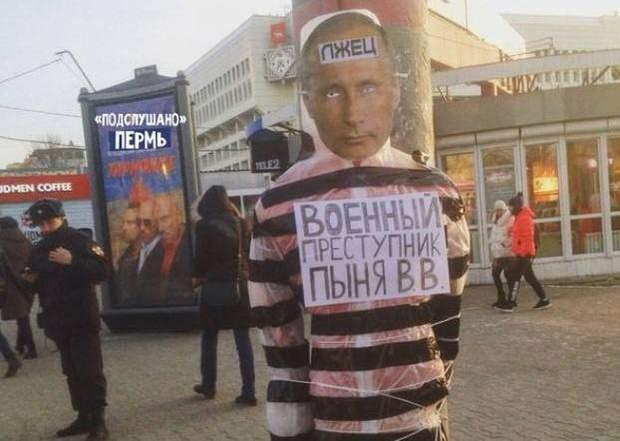 Перми привязали к столбу одетого в тюремную робу Владмира Путина с надписью