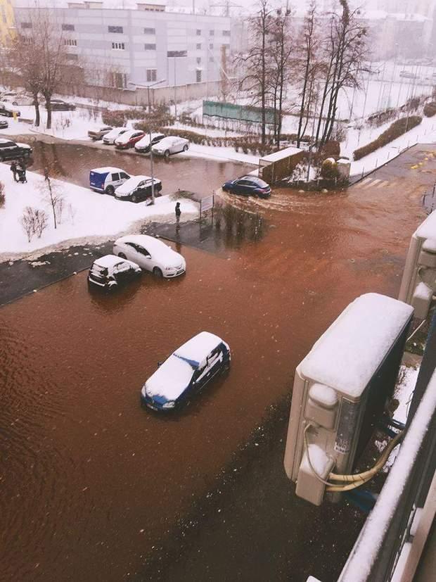 Київ прорвало трубу
