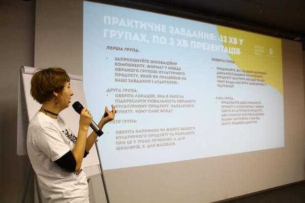 Оксана Хмельовська, координатор