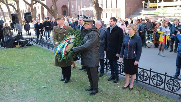 українські  угорські офіцери пам'ятник жертвам голодомору