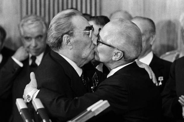 Поцілунок Брежнєва