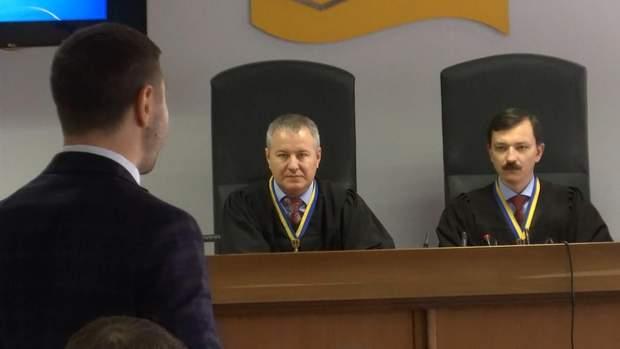 Оболонський суд перніс справу Януковича