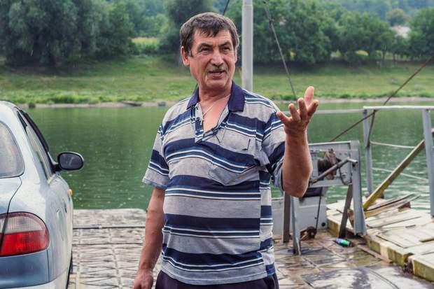 Ідея зробити пором належить Дмитру. За часів Радянського Союзу він працював  у колгоспі трактористом 97e3f92c01afa