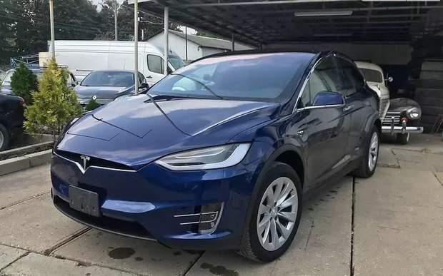 Автомобіль Tesla Model X