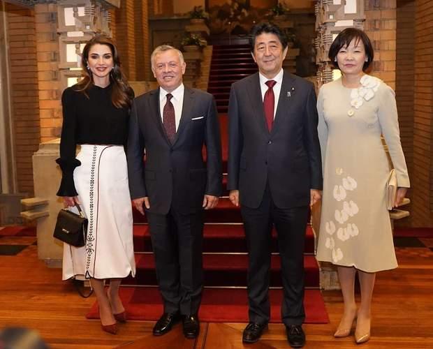 Королева Ранія з чоловіком та сім'єю прем'єр-міністра Японії