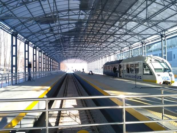 Платформа, на якій здійснюється посадка та висадка пасажирів
