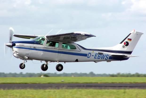 легкомоторний літак, Cessna 210N