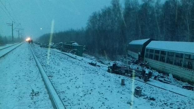 Росія аварія потяг зійшов з рейок