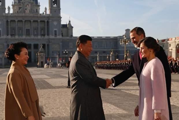 Королева Летиція та її чоловік вітають президента Китаю