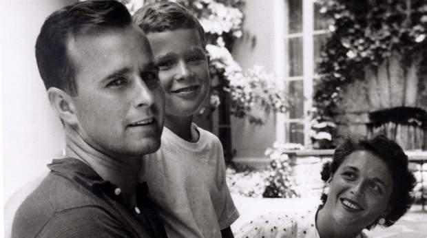 Джордж Буш з сином і дружиною