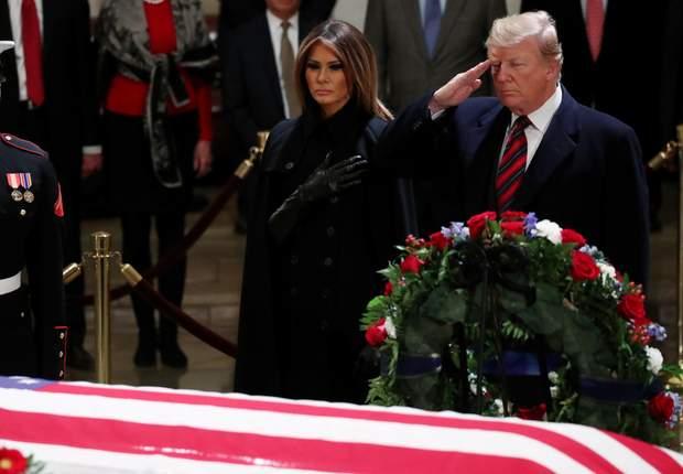 Дональд Трамп і його дружина Меланія прийшли на церемонію