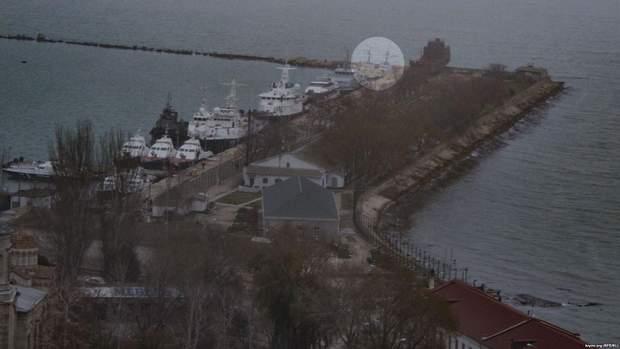Захоплені Росією українські кораблі знайшли у Керчі