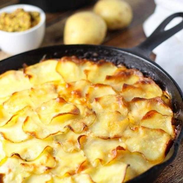 Запечена картопля у вершковому соусі