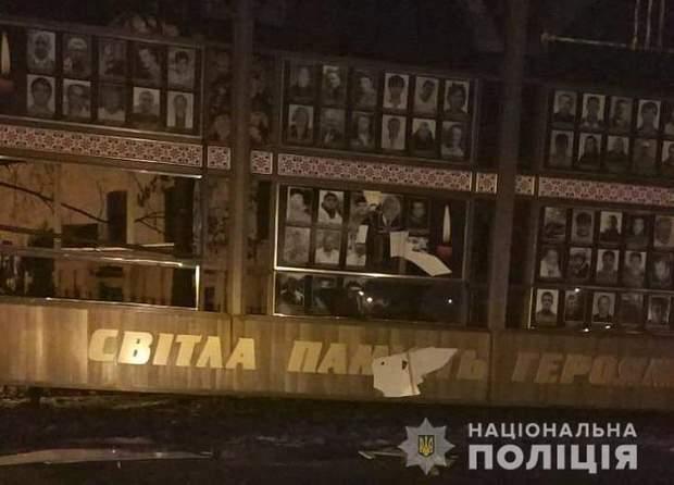 хулігани меморіал стенд герої Небесна сотня Хмельницький