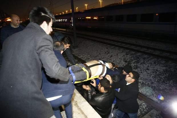 потяги зіткнулися у туреччині