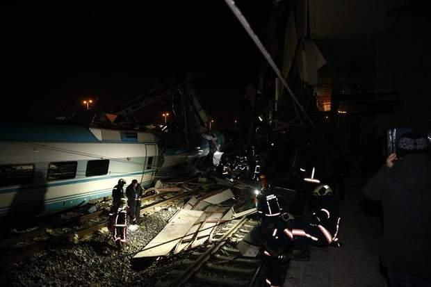 аварія з поїздом у туреччині