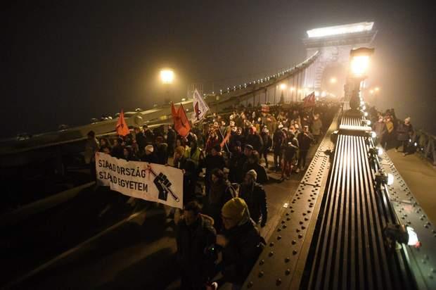 мітинг будапешт рабський закон робота