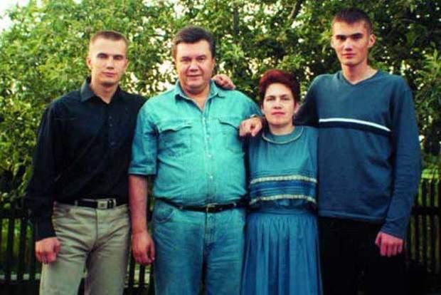 Янукович Віктор з сім'єю