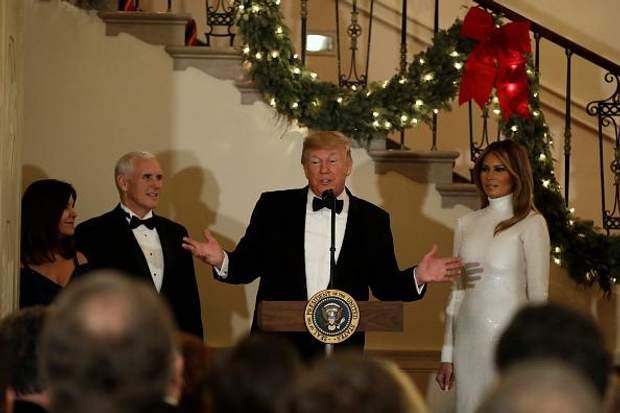 Дональд та Меланія Трамп організували різдвяний бал