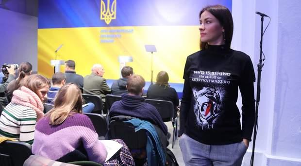 Активісти прийшли на засідання ТСК у фурболках з написом