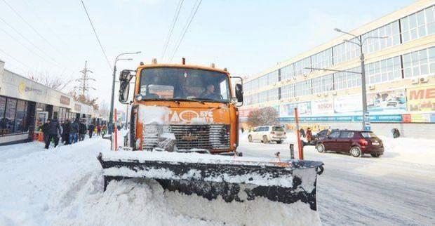 У Харкові понад 140 машин прибирають дороги