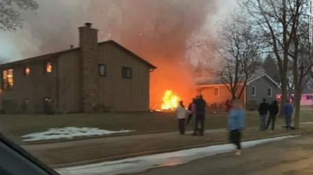 сша впав літак житлові будинки жертви