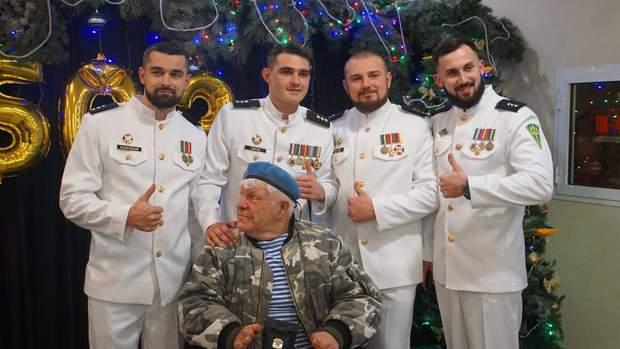 Волонтер та друг військових підтримав морпіхів на балу