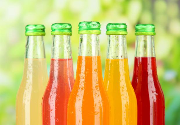 Чим небезпечне вживання солодких напоїв