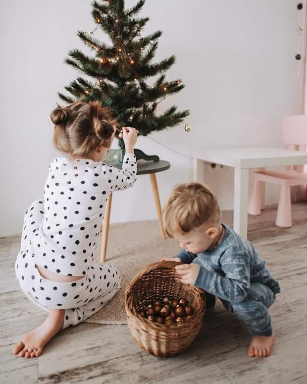 Діти в новорчіній зоймці
