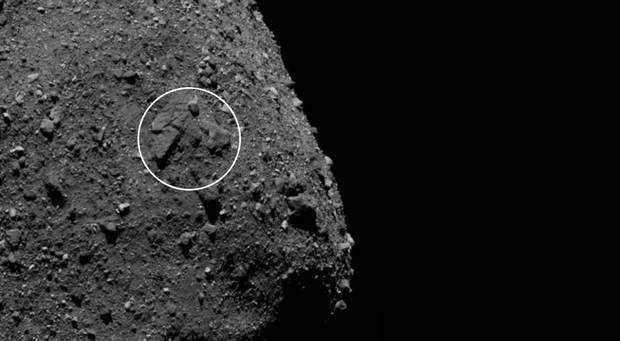 Група скель на поверхні астероїда Бенну