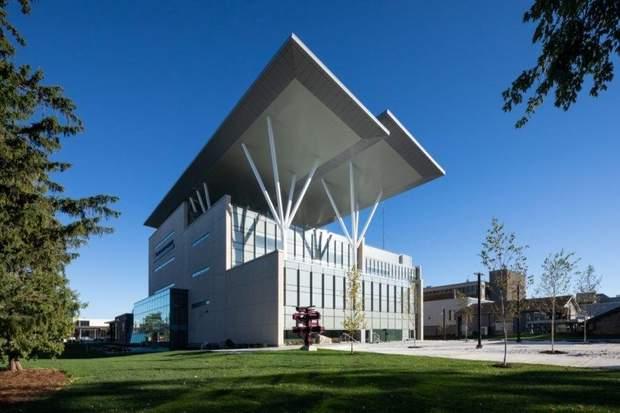 Канада будівля сонячні панелі