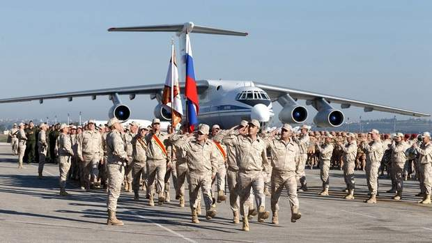 Парад російської армії на авіабазі