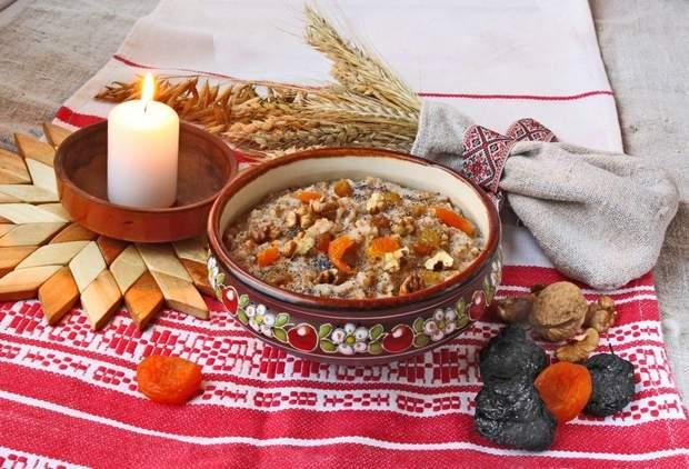 Крім зерна в кутю додають мед, тертий мак, родзинки, горіхи, іноді курагу