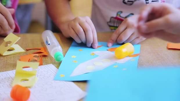 Якщо дитині не подобається малювати, вивчайте предмети за допомогою вирізання з паперу