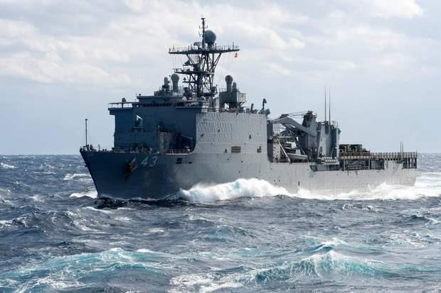 У чорне море йде американський корабель