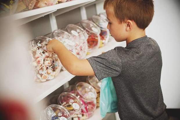 Діти моделюють поведінку, спостерігаючи за дорослими