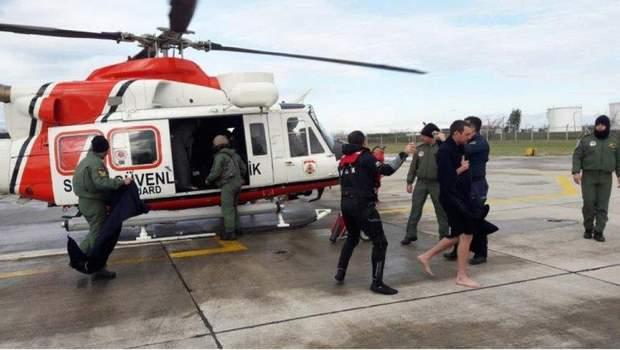 Рятувальна операція вцілілого екіпажа судна
