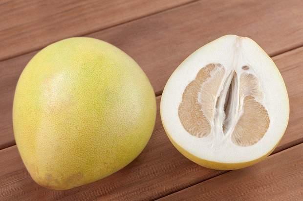 Товщина шкіри помело  може сягати до 5 сантиметрів