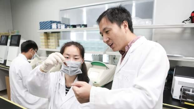 Вчений Хе Янкуй, який вперше відредагував гени дітям до народження