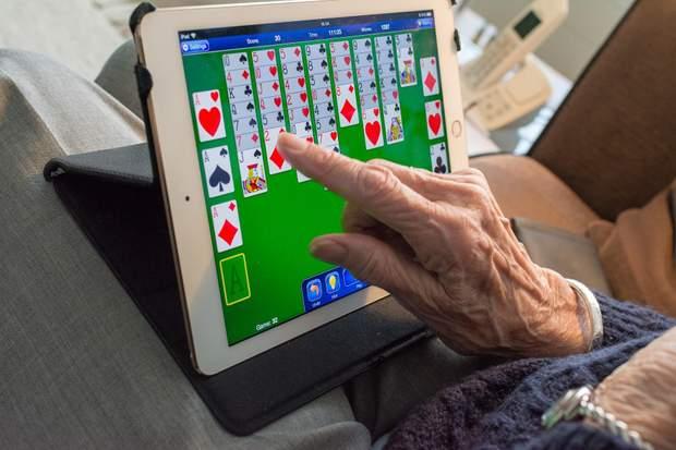 Фейки від літніх людей