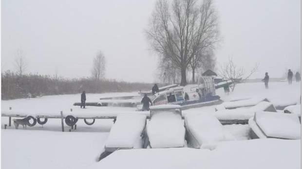На Київщині провалилися під лід 3 чоловіків