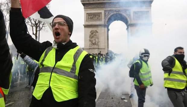 жовті жилети у Парижі Тріумфальна арка протести Франція