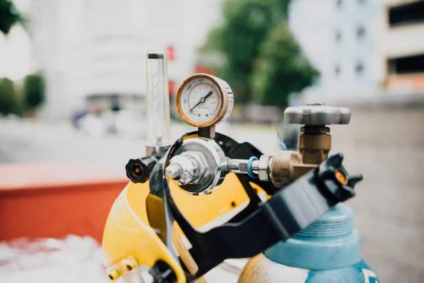 Першим посередником для постачання газу в Україну стала компанія Eural Trans Gas
