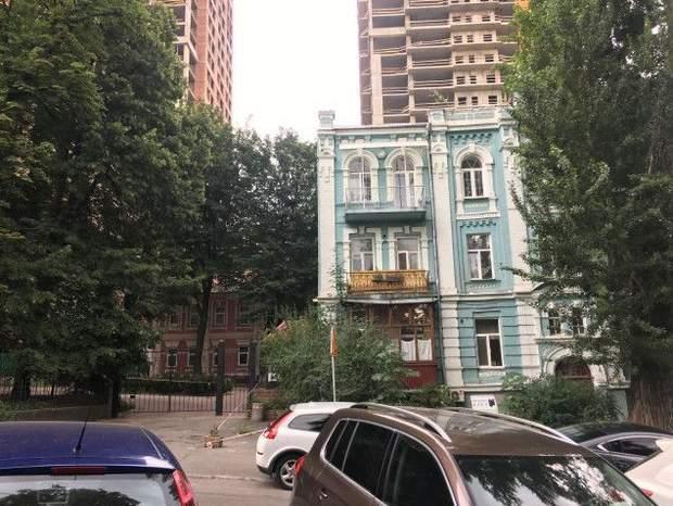 Будинок 19 століття на вулиці Лабораторній 9б