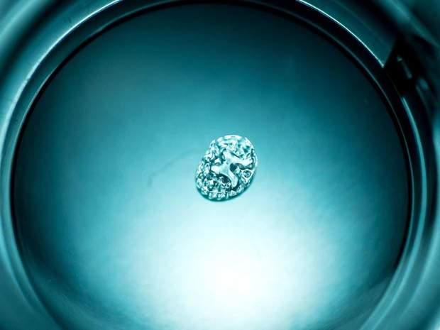 Імплант, який складається з гідрогелю та живих клітин